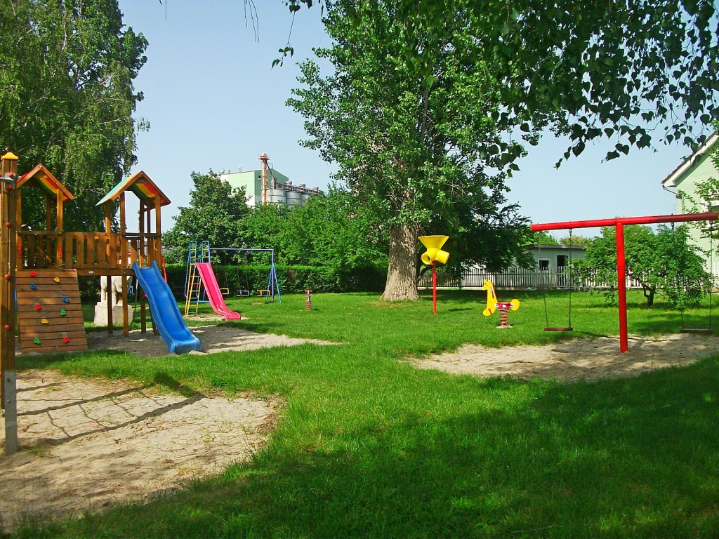 Playground,_Zichyújfalu_02